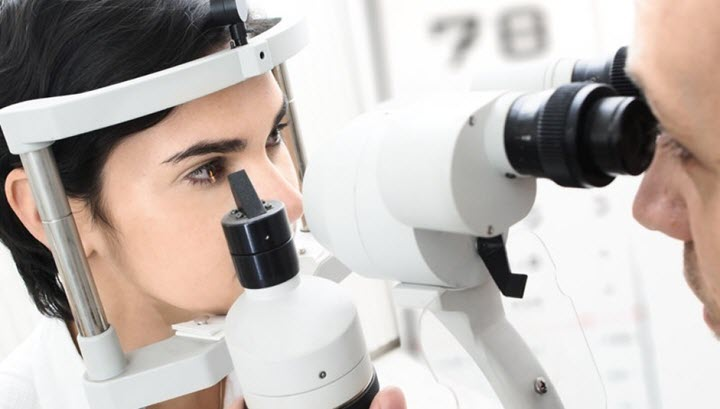 Осмотр пациента с глаукомой
