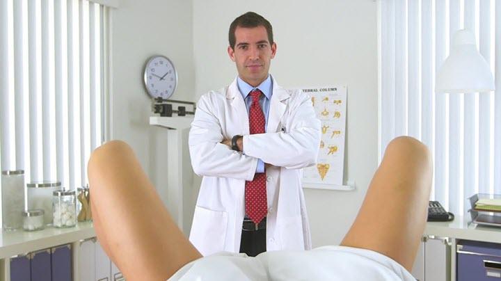 Осмотр врача для назначения лечения