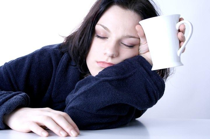 Сонливость - один из симптомов гипотонии