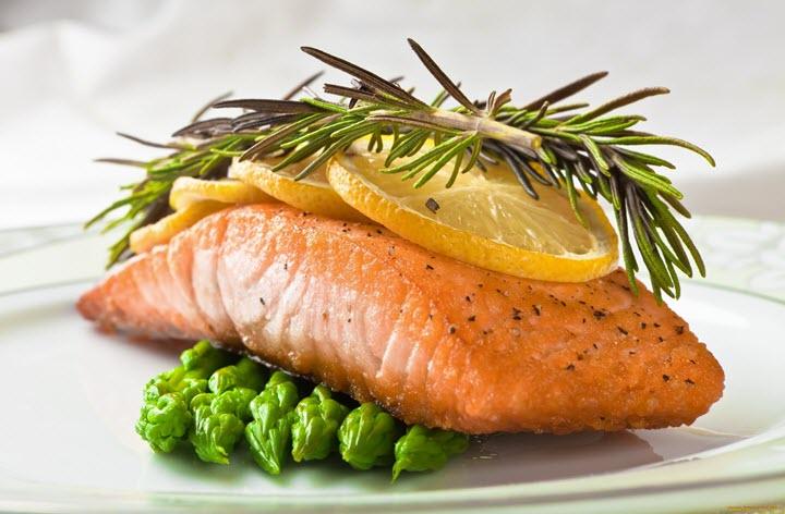 Розмарин широко используется в кулинарии